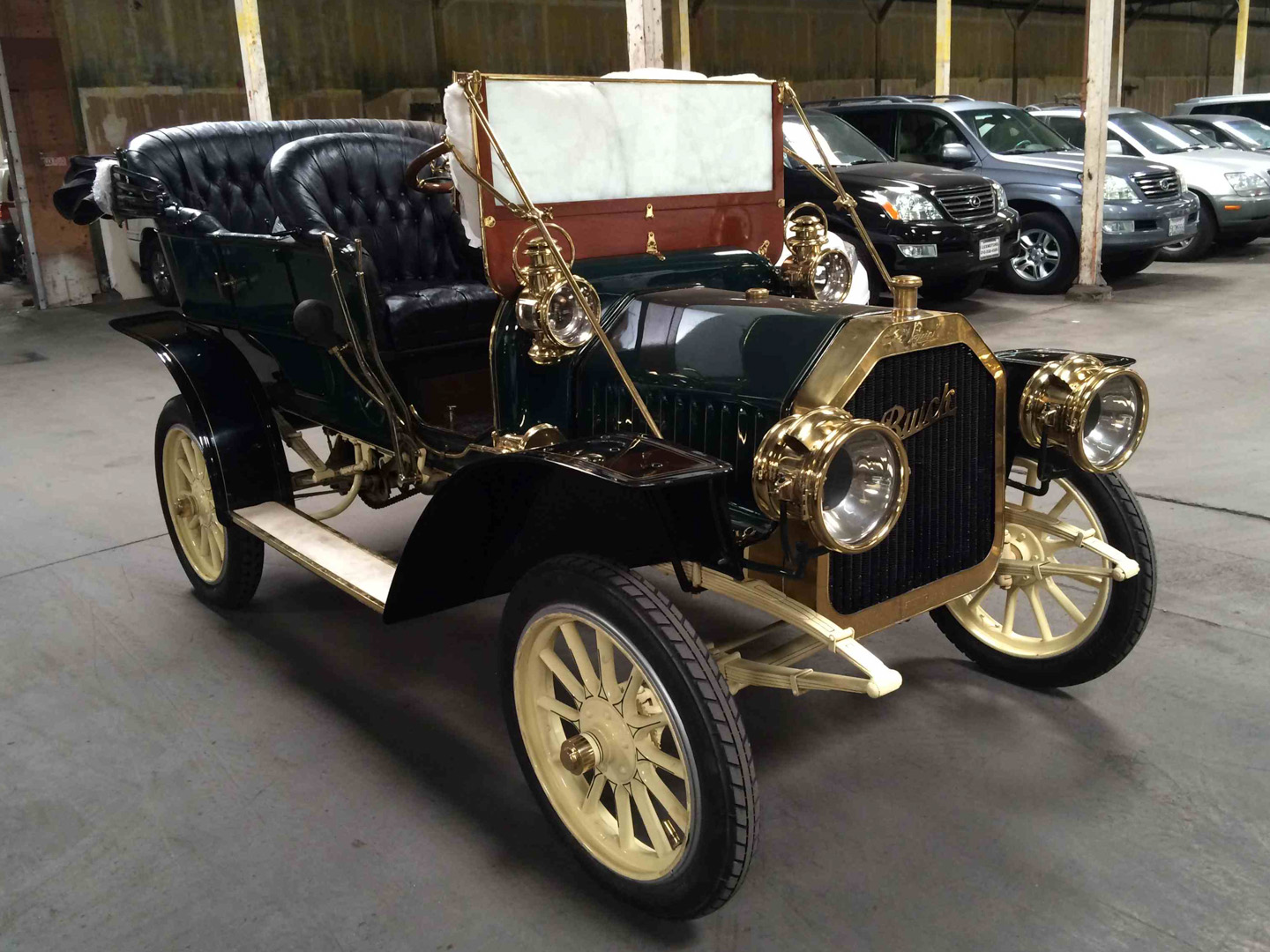 105-year-old Buick travels around the world without a scratch