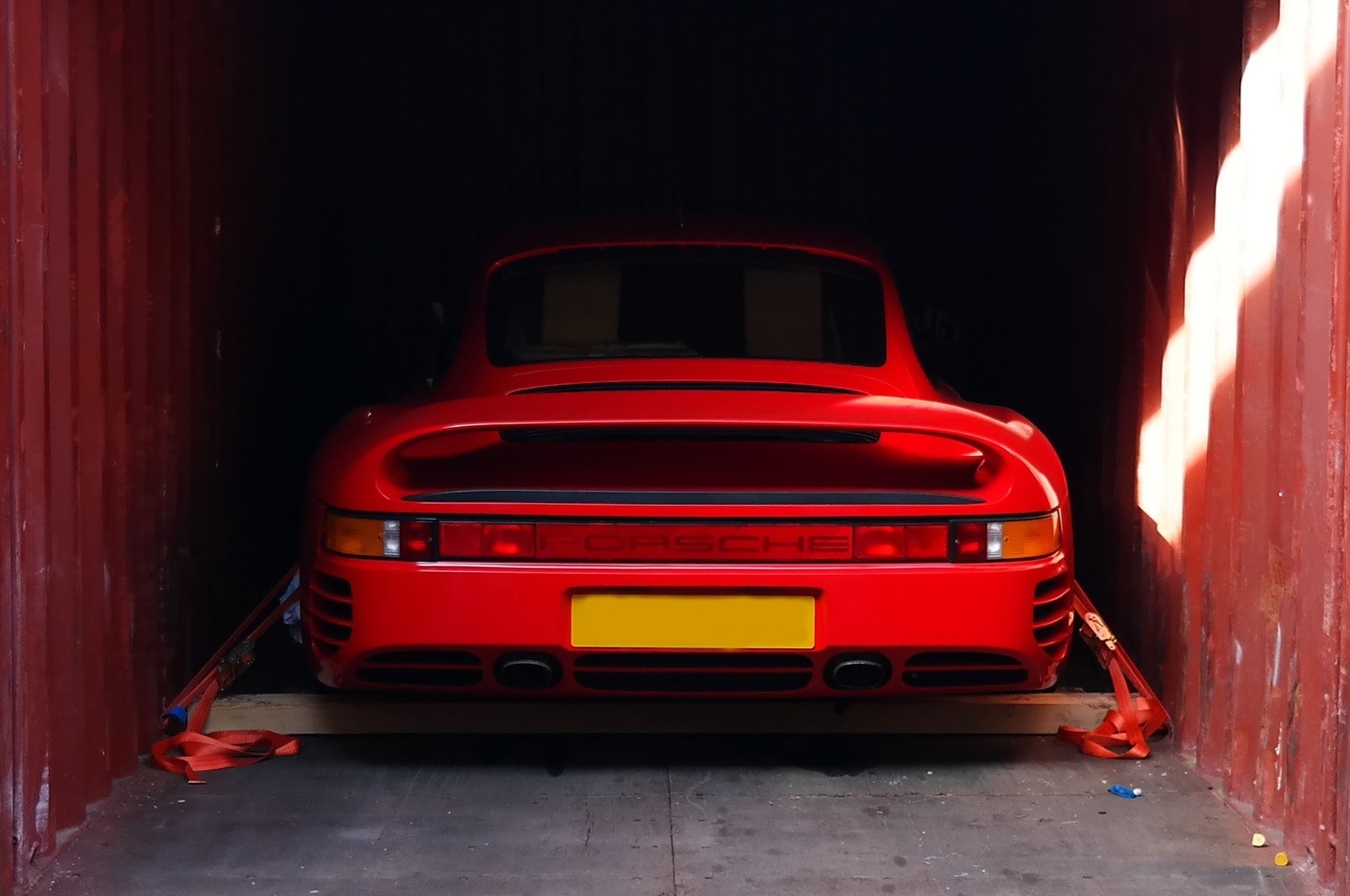 Porsche 959 being shipped overseas in a container