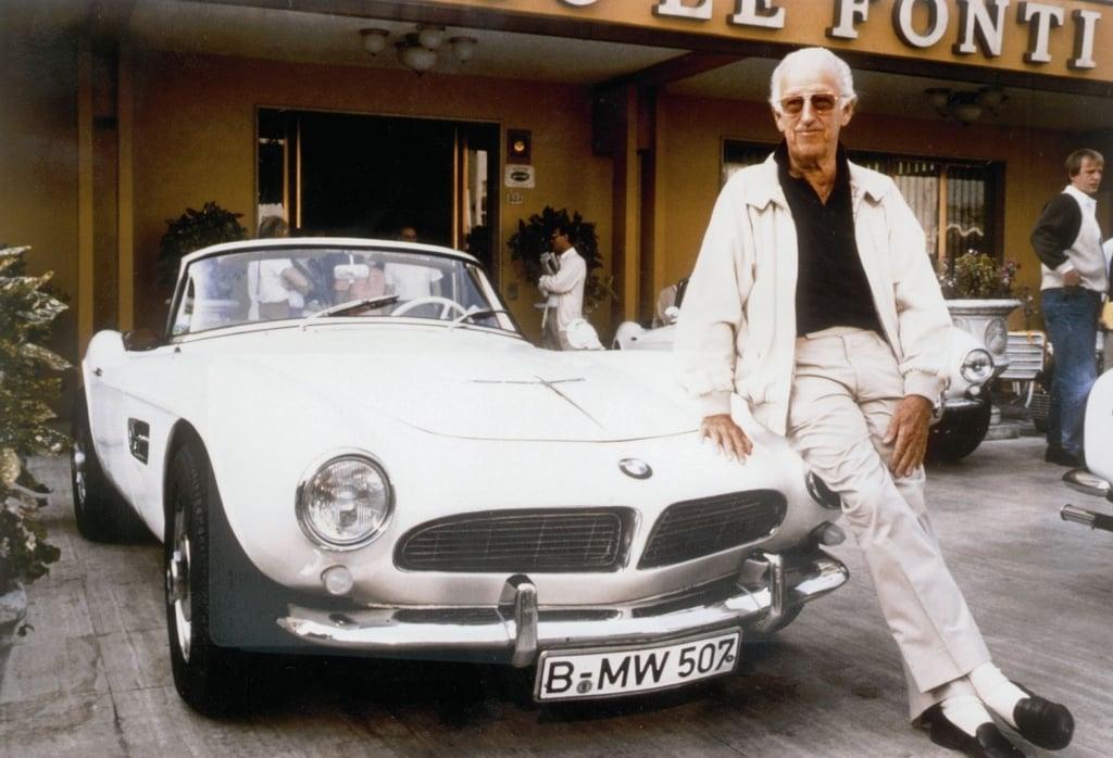 Albrecht Graf von Goertz und der BMW 507.jpg