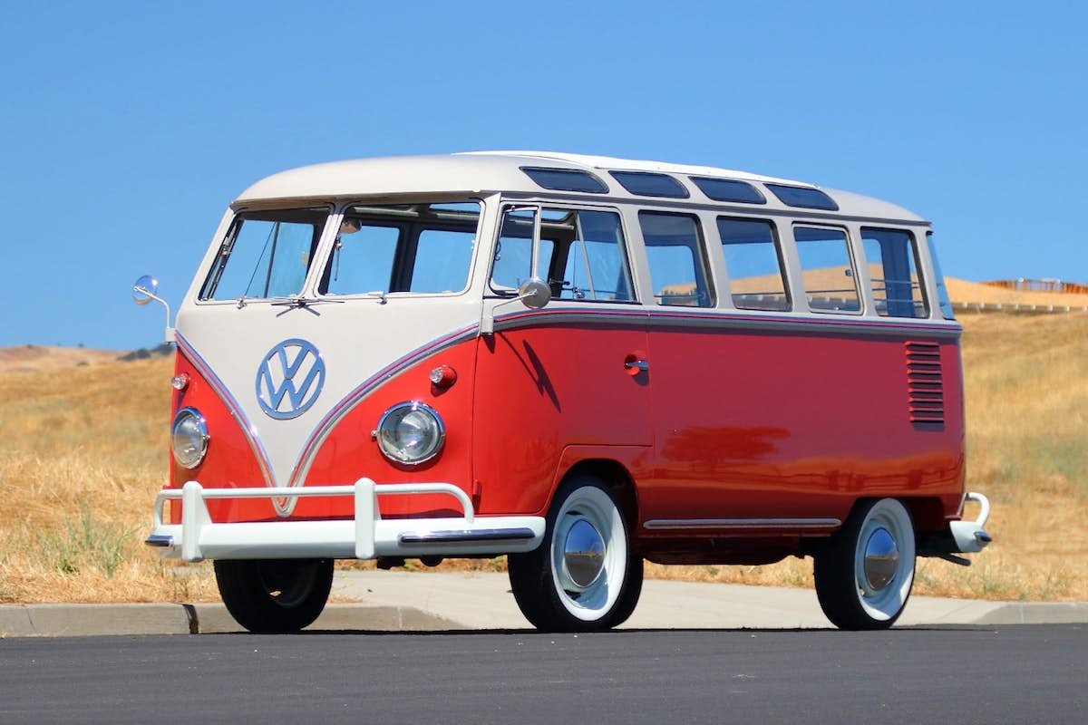 1959 VOLKSWAGEN DELUXE 23-WINDOW BUS.jpg