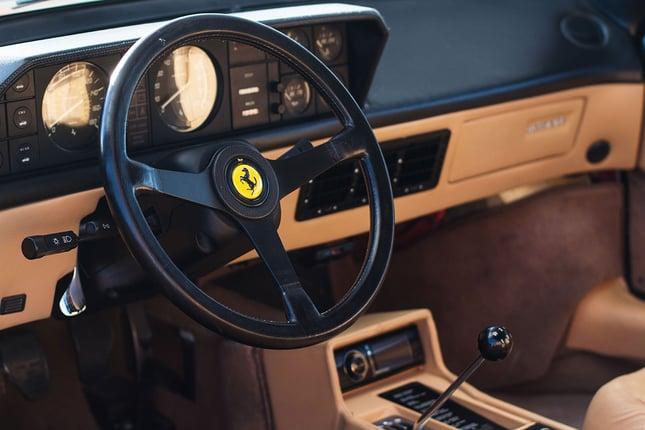 Ferrari-Mondial-Interior-Wheel.jpg