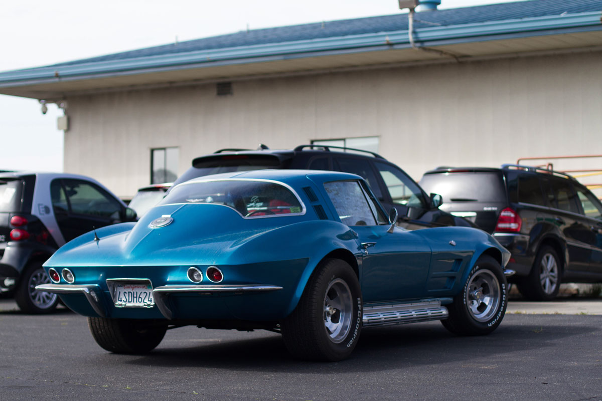 classic-corvette-from-usa