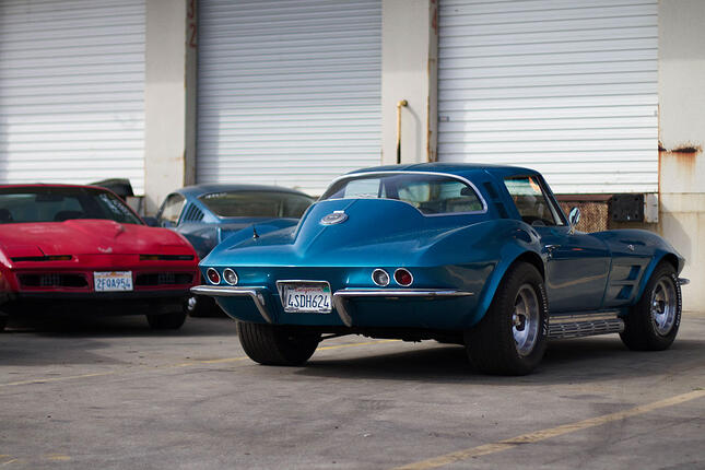 classic-corvette-muscle-cars.jpg