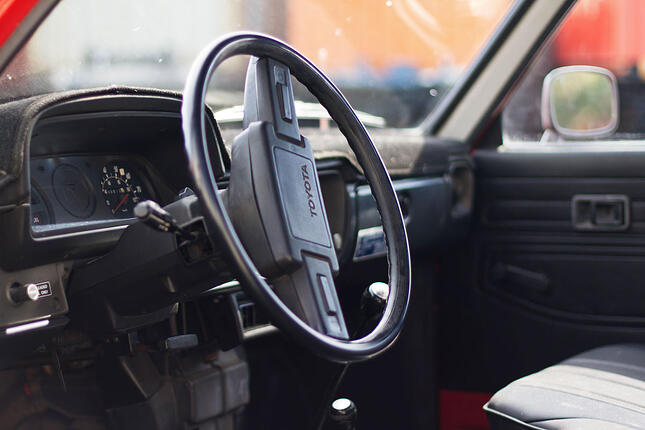 toyota-classic-pickup-interior.jpg