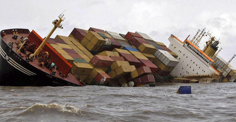 container-ship-sinking