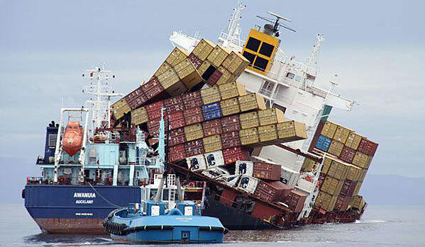 containers-falling-off-ship