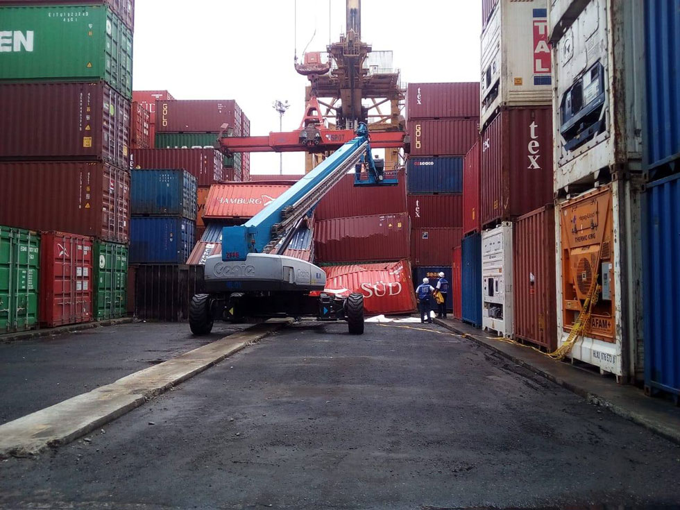 port-shipping-container-accident-2